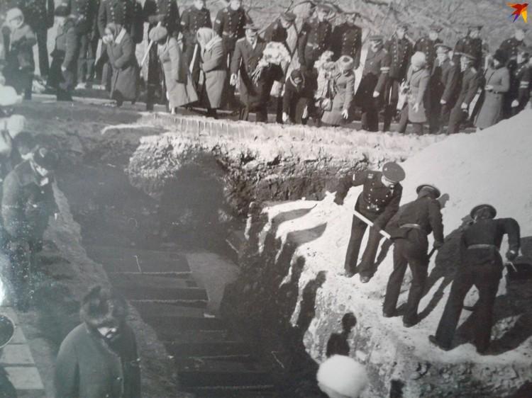Похороны погибших моряков во Владивостоке. Фото: из личного архива семьи, предоставлено Хидринской