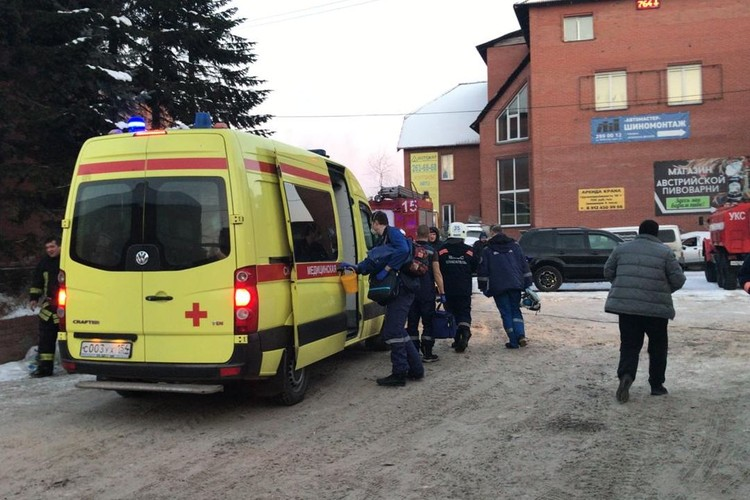 Врачи пытались спасти девушку, но не смогли. Фото: ГУ МЧС по Новосибирской области.