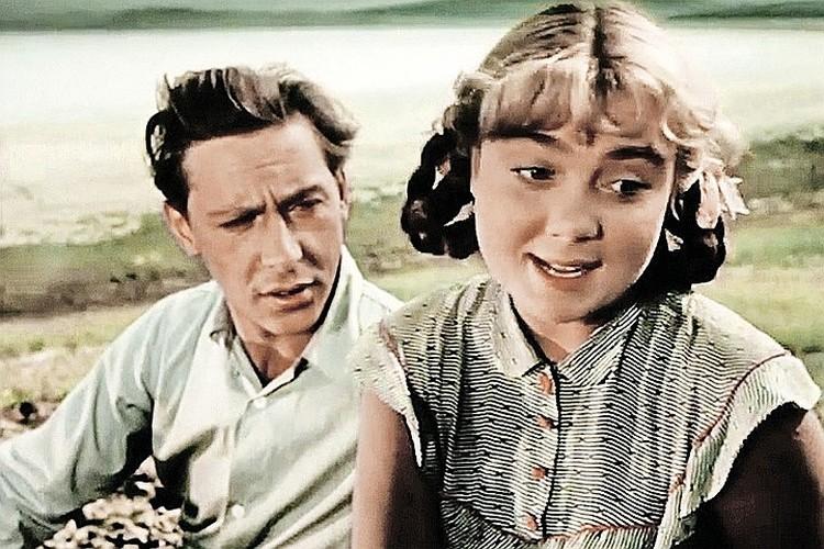 Нина Дорошина и Олег Ефремов в фильме «Первый эшелон» (1955 г.)
