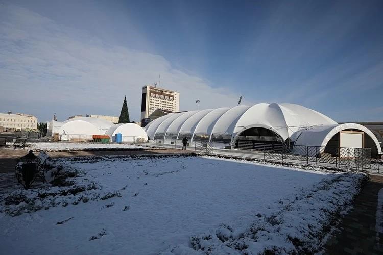 На территории ледового катка с 7 декабря 2020 года действует пропускная QR-система регистрации посетителей.