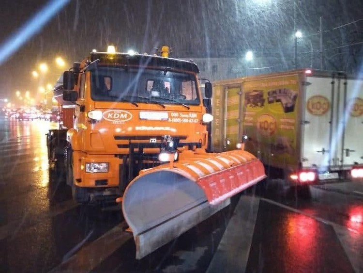 Дороги расчищают десятки бульдозеров. Фото: krd.ru