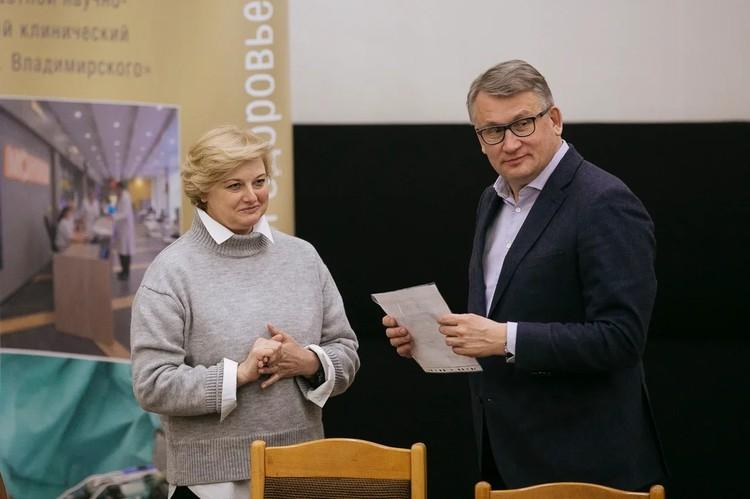 Директор МОНИКИ Константин Соболев (справа). Фото: Национальная Ассоциация Заслуженных врачей и наставников