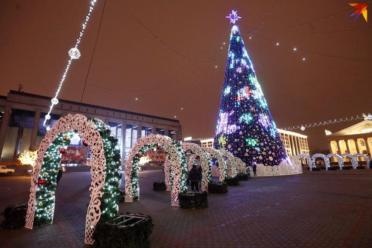 Впервые за многие годы нынче отменили Шествие Дедов Морозов и Снегурочек по проспекту Независимости