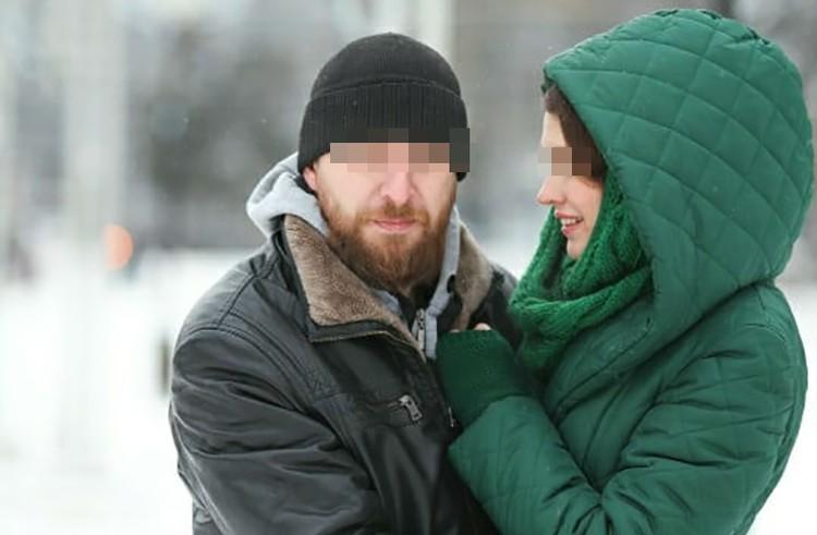 Вячеслав старался на людях изображать любящую пару.
