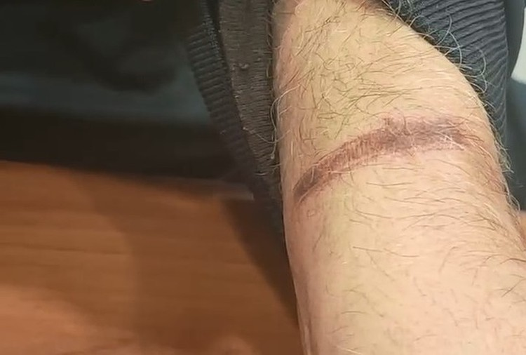 На руках моряков из-за веревок образовались раны. Фото: стоп-кадр видео Александра Малькевича.