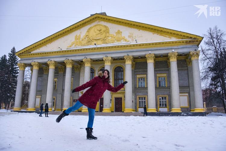 Дворец культуры имени Горького находится на Богдана Хмельницкого.