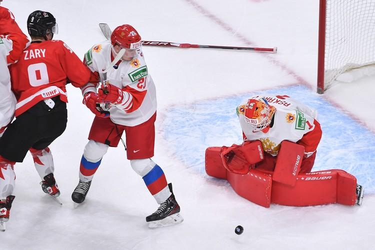 Вратарь сборной России Ярослав Аскаров успел побыть в разных ролях в матче с Канадой.