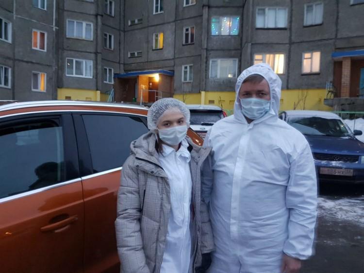 Юрий Шадрин возит на вызовы фельдшера Североморской ЦРБ к ковидным больным.