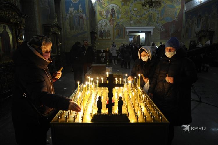 В Екатеринбургской епархии отмечали, что богослужение пройдет с соблюдением всех необходимых санитарно-эпидемиологических требований.