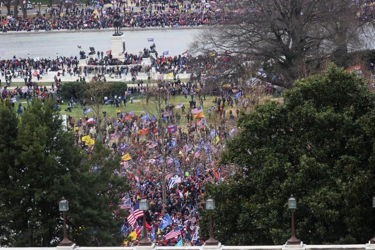Сразу после митинга протестующие двинулись к Капитолию
