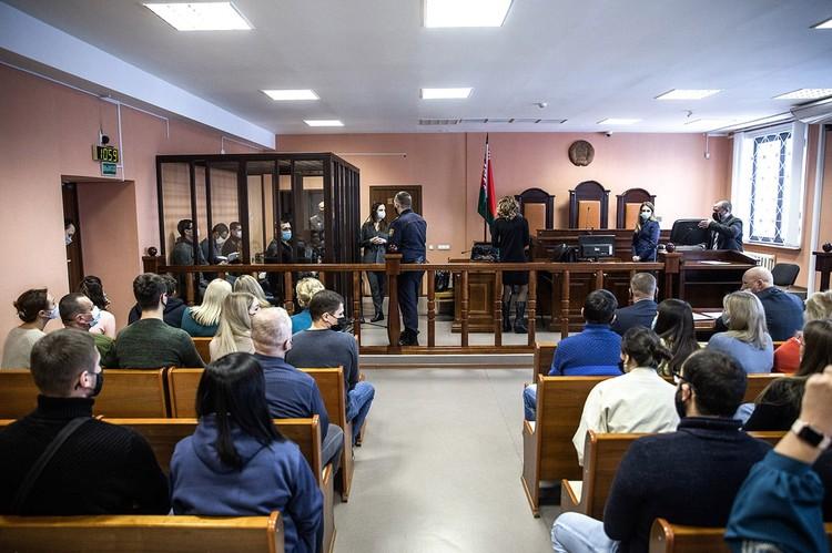 Потерпевший заявил иск о возмещении 3 тысяч рублей морального вреда. Еще тысячу он просит за проколотые колеса
