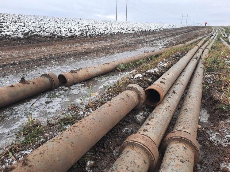 Жители Мазанки решили, что стальные трубы могут украсть