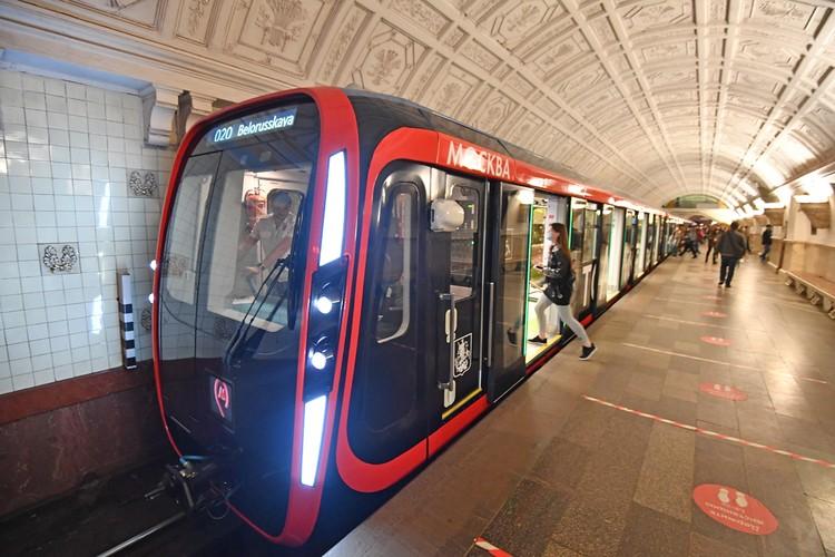 В Москве средняя стоимость строительства километра метро со станционным комплексом мелкого заложения обходится в 60,7 миллионов долларов.