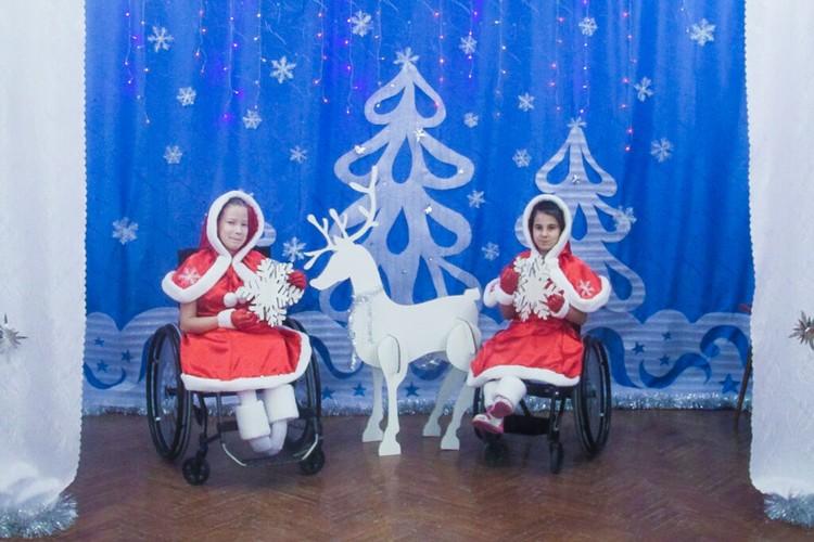Алена и София сами придумывают танцы. Фото: Анна Гальперина