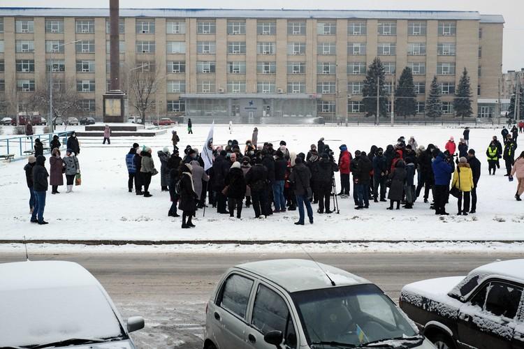 В общем, если Киеву не удастся уговорить МВФ пойти на хотя бы временные послабления для населения Незалежной, то вскоре у украинцев останется только одна возможность согреться в условиях зимы – запалить шины на устроенных тарифных майданах