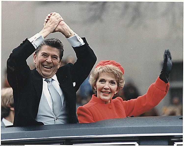 Рональд и Нэнси Рэйган на инаугурации в 1981 г.