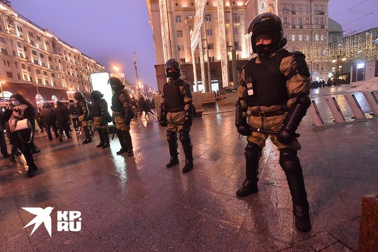 Полиция решила лишний раз не обострять, дав толпе прогуляться по бульварам.