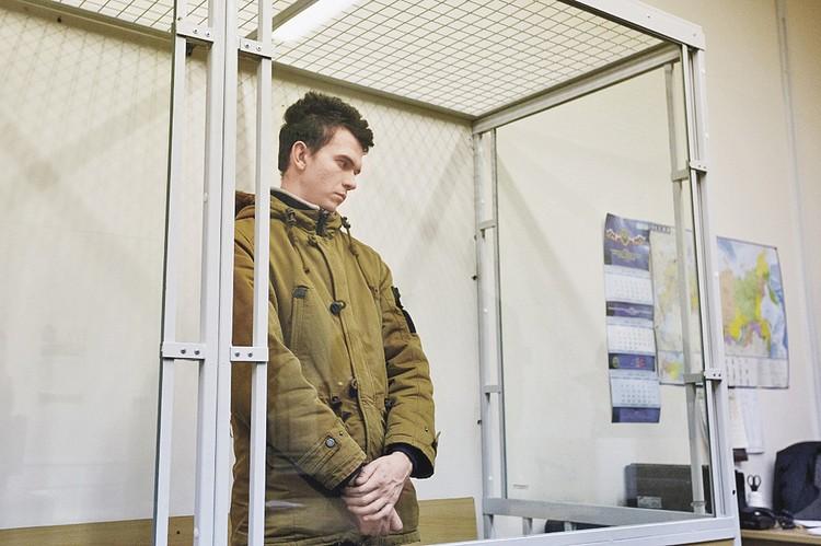 Осужденный за доведение несовершеннолетних до самоубийства с помощью соцсетей Филипп Будейкин (Филипп Лис) в зале суда. Фото 2017 года.