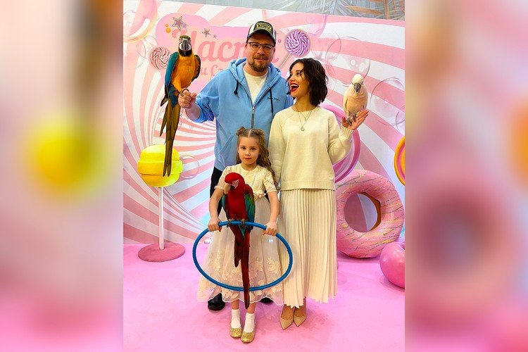 Асмус и Харламов заказали для дочери праздник по принципу «все включено»: агентство обеспечило и декорации, и аниматоров, и шоу, и даже дрессированных животных.