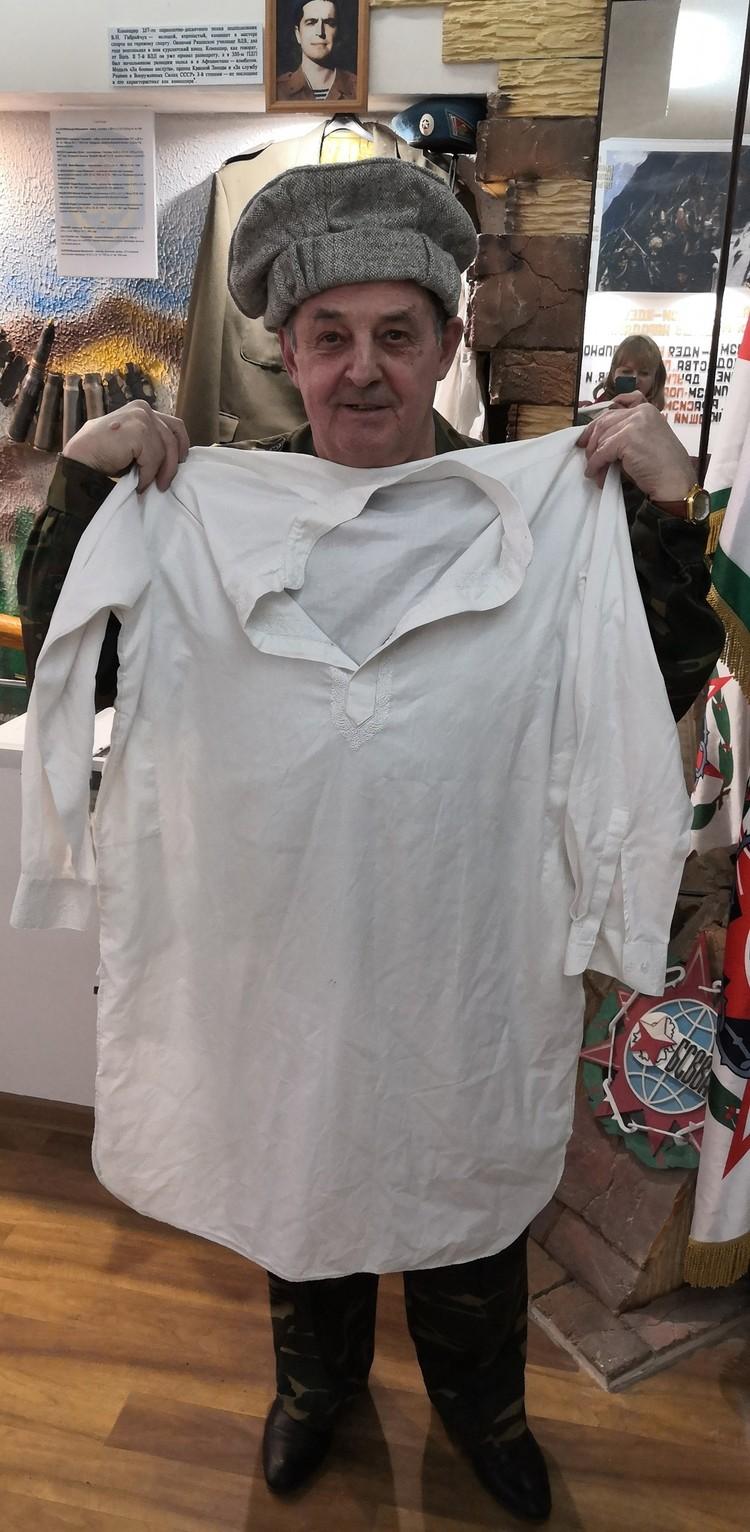 Так одеваются мужчины в Афганистане. Этот комплект привезли прямо из Кабула.