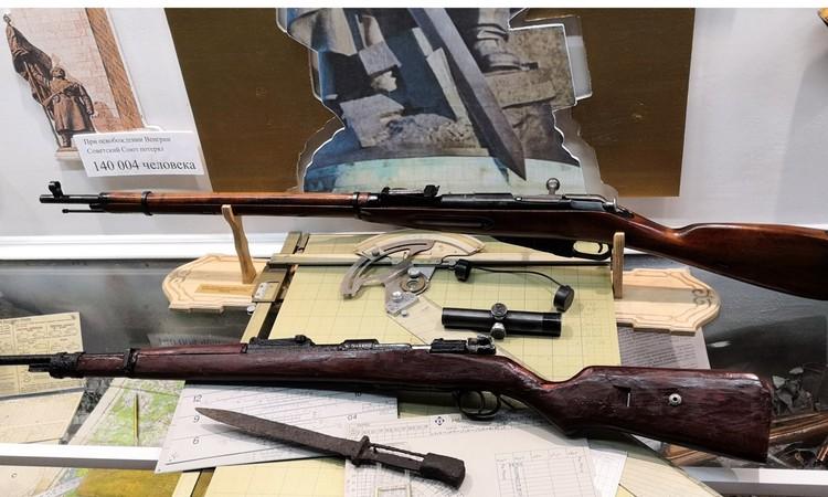 Макет винтовки Мосина, которая была на вооружении воинов-афганцев – подарок Андрея Равкова, бывшего министра обороны.