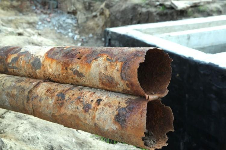 Старые водоводы в Крыму уже давно изжили свой срок эксплуатации.