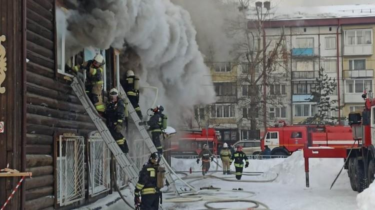 Пожар в школе Горно-Алтайска. Фото ГУ МЧС по Республике Алтай.