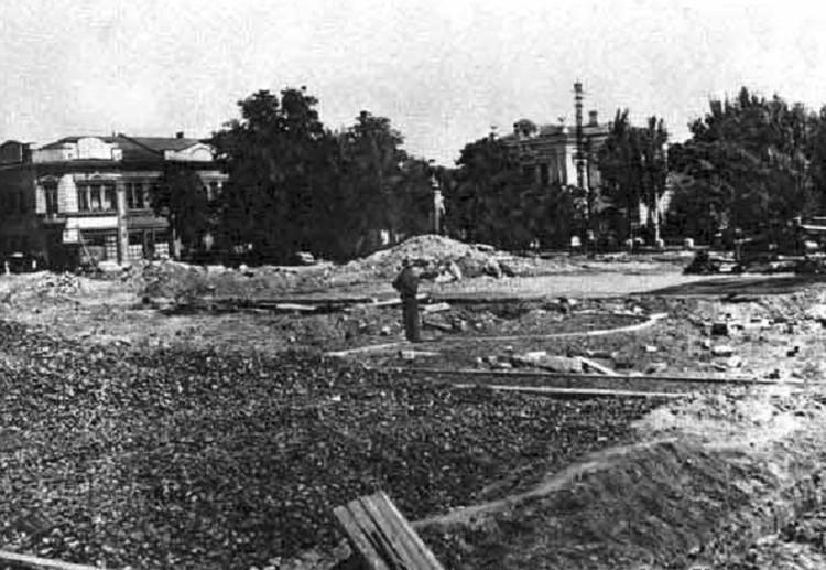 Фонтан разобрали, а площадь расширили в 1958 году. Фото: simfion.ru