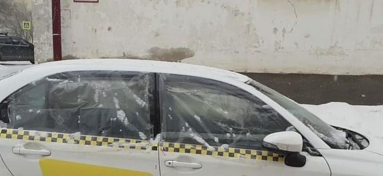 В авто разбили окна. Фото: Instagram/arstv
