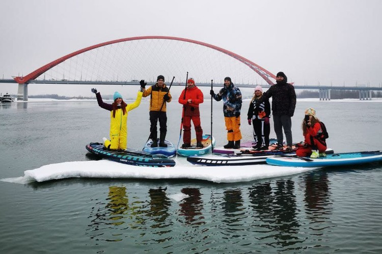 Угонщиков льдин можно увидеть в районе Бугринского моста по выходным. Фото: Евгений Попов