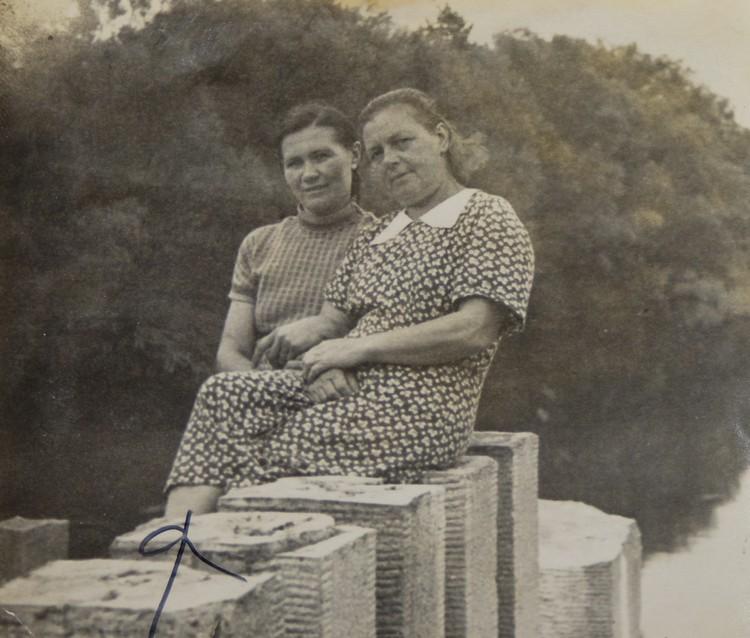 Слева - мама Лины Антоновны, Екатерина Ефимовна.