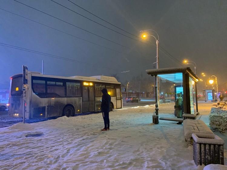 Вечером 18 февраля, несмотря на снег, транспорт в городе курсировал нормально