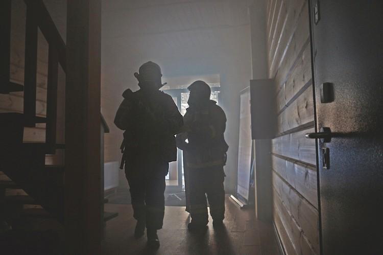 Но даже в таком дыму трудно дышать и ориентироваться. Фото: ГУ МЧС по Челябинской области