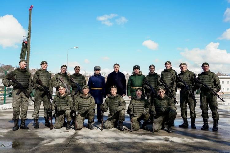 Алексей Копайгородский поздравил военных с Днем защитника Отечества. Фото: мэрия Сочи
