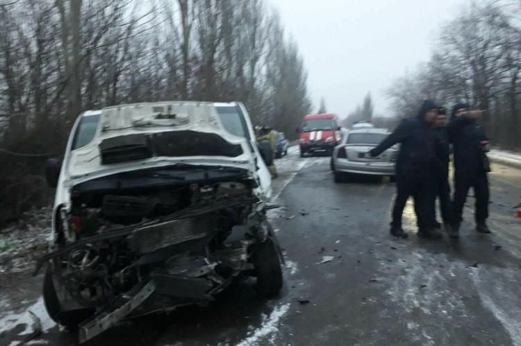 Последствия аварии на дороге возле Макеевки. Фото: Тревожный Донецке / Вконтакте