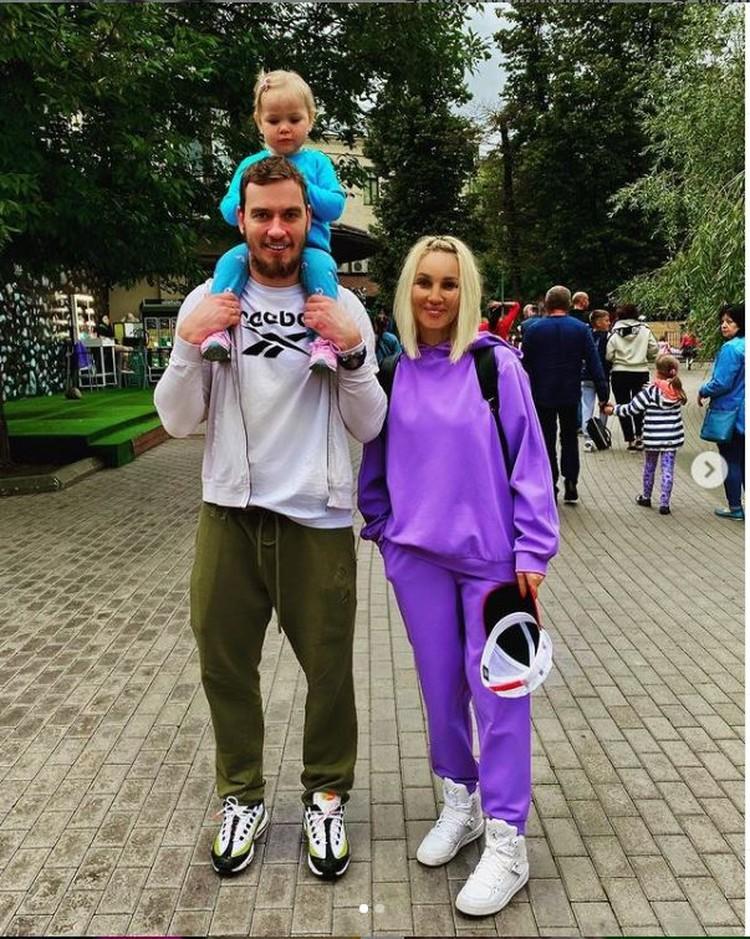 Телеведущая поделилась снимком мужа Игоря и дочки Маши. Фото: Инстаграм.