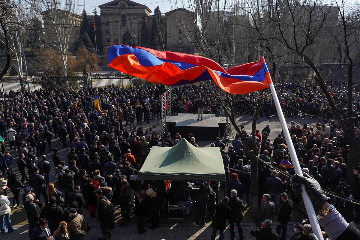 Минувшие выходные в Ереване не разрешили главную интригу начавшегося в Армении процесса свержения премьер-министра