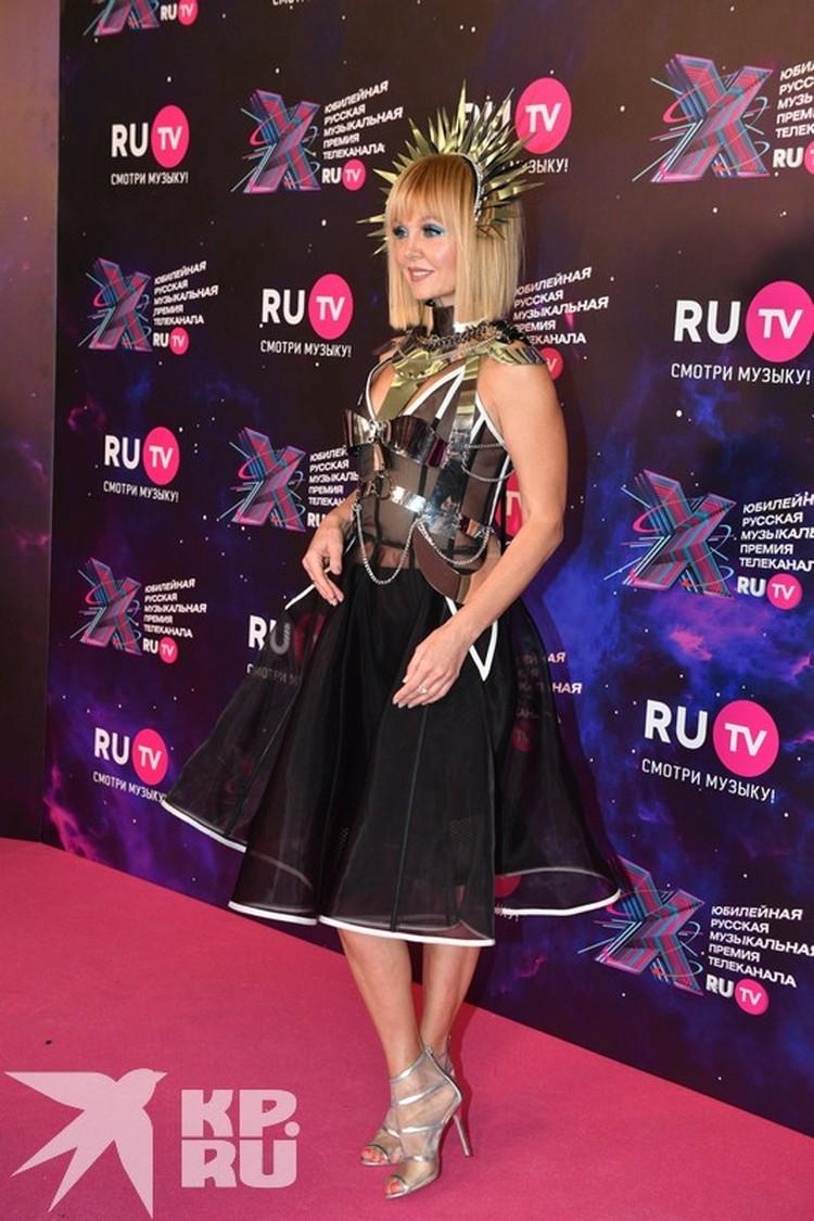 Валерия выбрала красивое платье