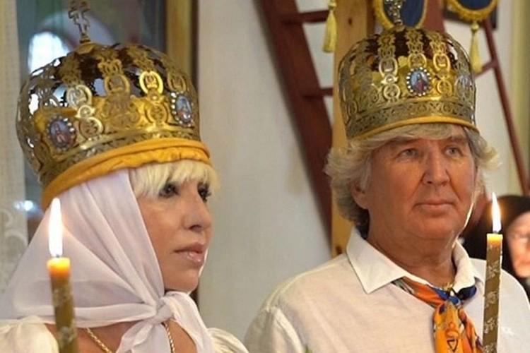 Дети Легкоступовой и Юрий Фирсов венчаются.