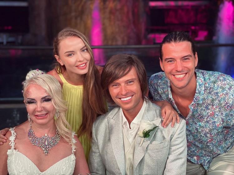 На свадьбу новобрачные потратили более 15 миллионов рублей.