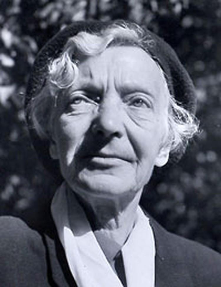 После войны одинокая Мядёлка вернулась в родной Будслав, где работала сельской учительницей. В 1966 году ей присвои ли звание заслуженного деятеля культуры Беларуси.