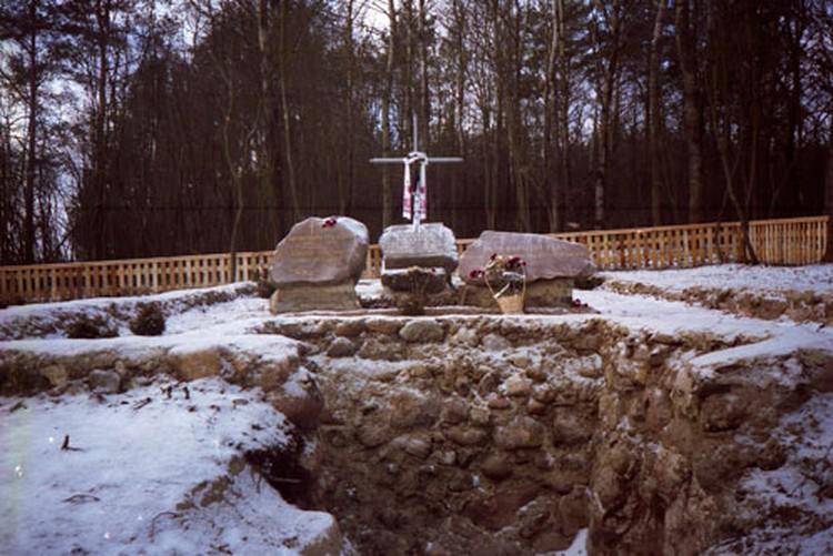 В 2002 году на фамильном кладбище Нарковичей-Иодко, разграбленном в годы войны, поставили памятник.