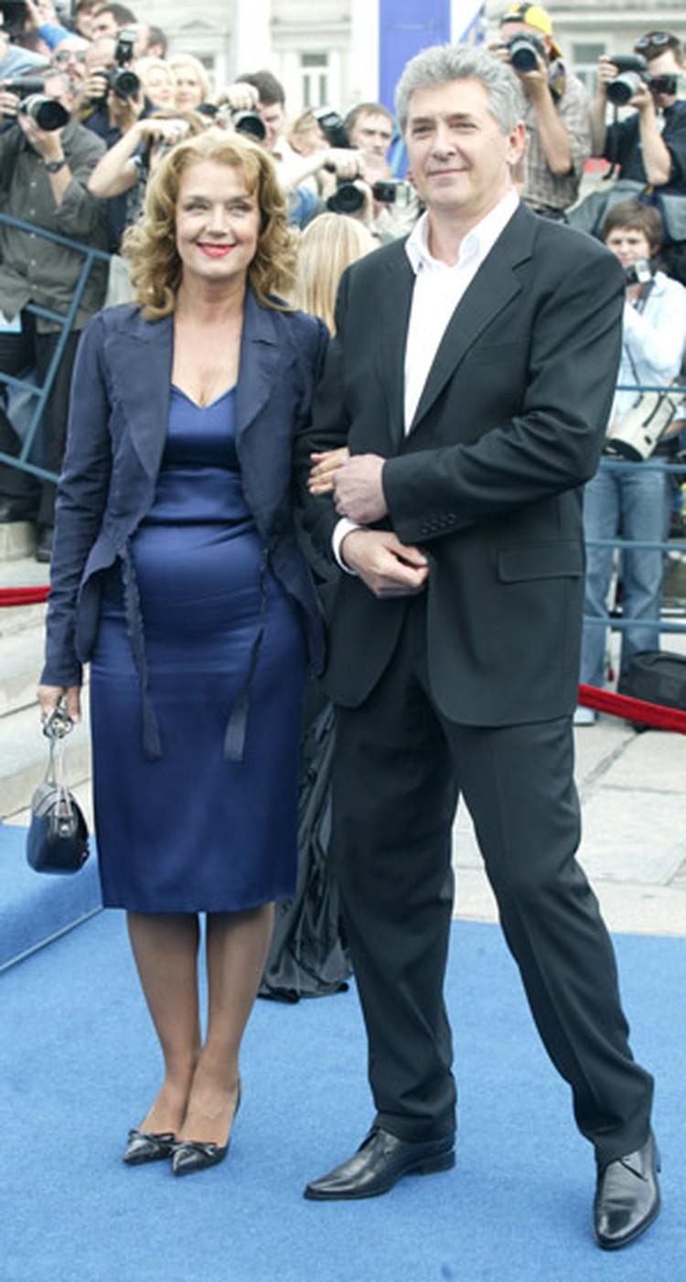 Актриса счастлива с нынешним мужем Сергеем Мартыновым.