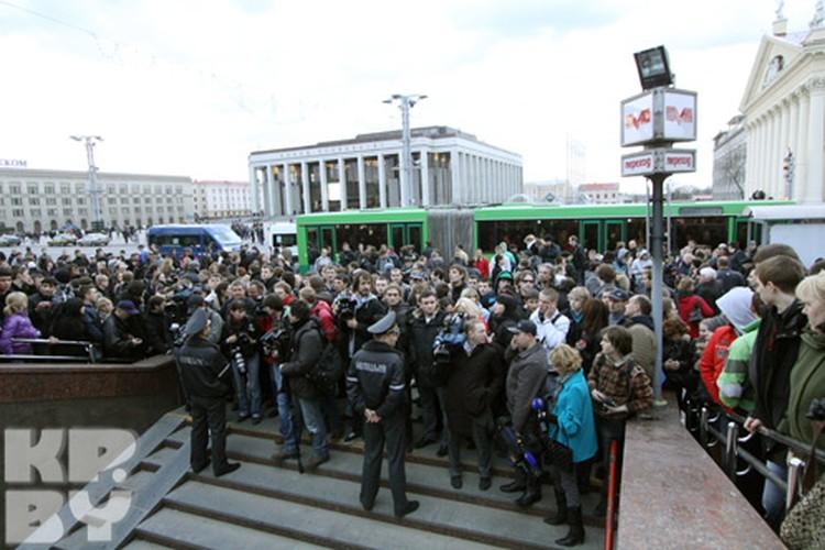 На станции метро Октябрьская произошел взрыв
