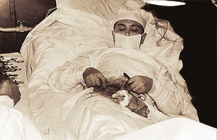 Операцию пришлось проводить  без перчаток.  На ощупь.
