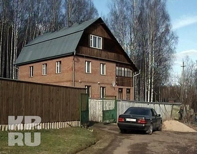 В этот коттедж в Сергиево-Посадском районе привезли Ивана.