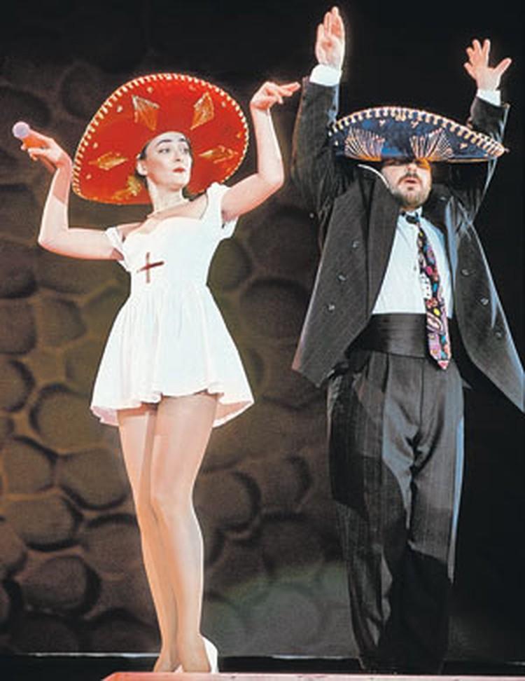 По кабаре-дуэту «Академия» и своему партнеру Александру Цекало певица не скучает.