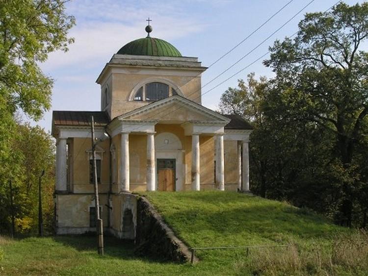 Троицкая церковь в усадьбе Прямухино