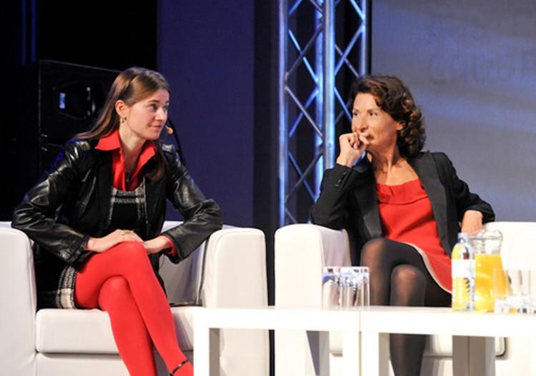 Анке Домшайт-Берг (слева), основатель Платформы Govermrnt 2.0 Germany впечатляла не только выступлением, но и ярким нарядом. Антония Радос – политолог и журналист, работавшая на Ближнем Востоке