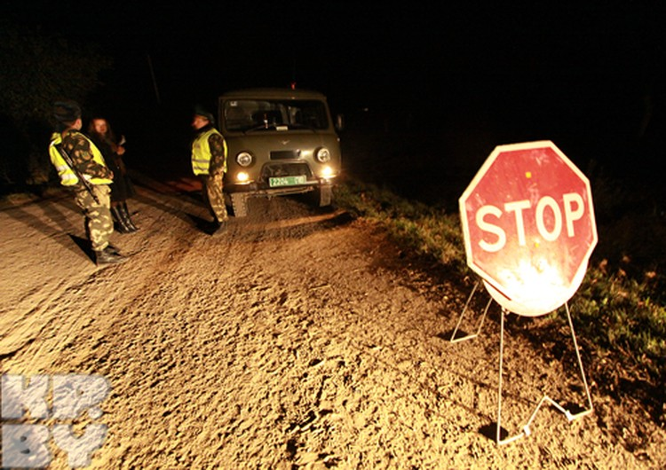 За 4 километра до места катастрофы дорогу перекрыли пограничники